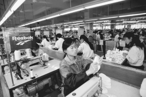 making-shoes-Reebok-factory-1996