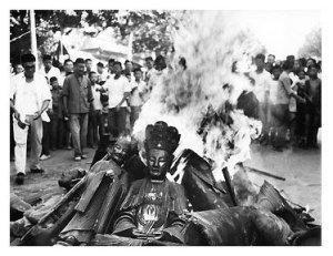 Cultural_Revolution_Buddha_Burning