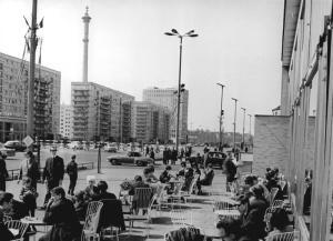 Berlin, Karl-Marx-Allee, Milchbar, Terrasse