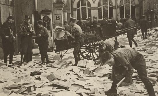 WEB_187_Volkshaus_Leipzig_1933_c_siehe_RE