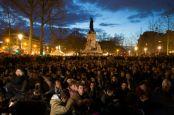 867255-rassemblement-pour-la-nuit-debout-place-de-la-republique-a-paris-le-10-avril-2016